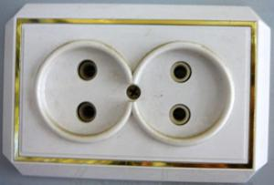 Розетка сетевая двойная закр пр позол (398)